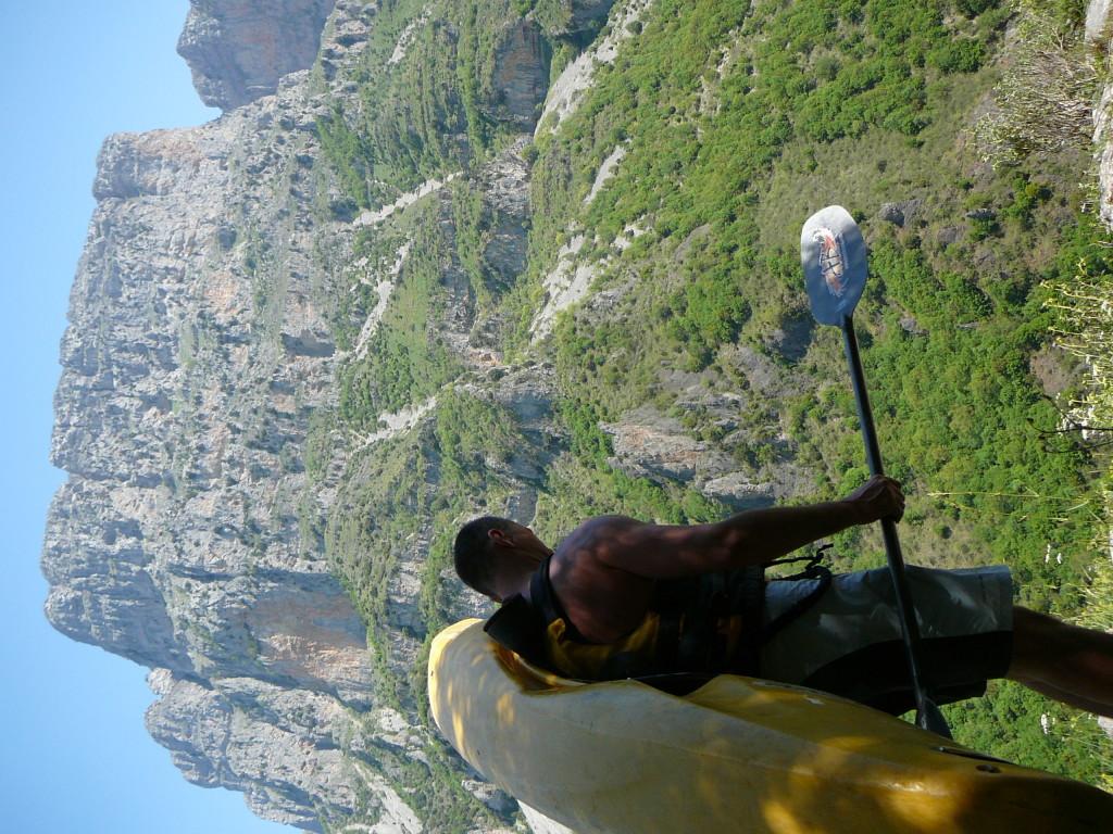 Keysho sa díva radšej pod nohy, hoci nad nami sa klenuli nádherné hory.